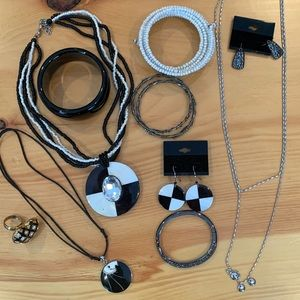 🌟5$ ADD ON🌟Black and White Jewellery 11 Piece